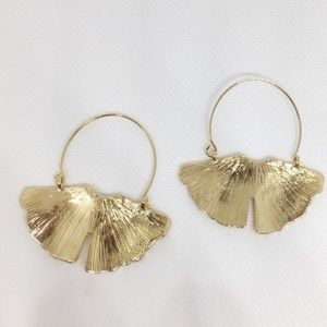 NWT Anthropologie gold ginkgo earrings